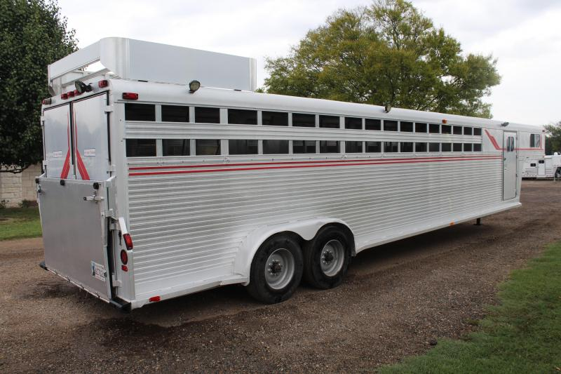 1988 4-Star  8 Horse with Front Tack Room