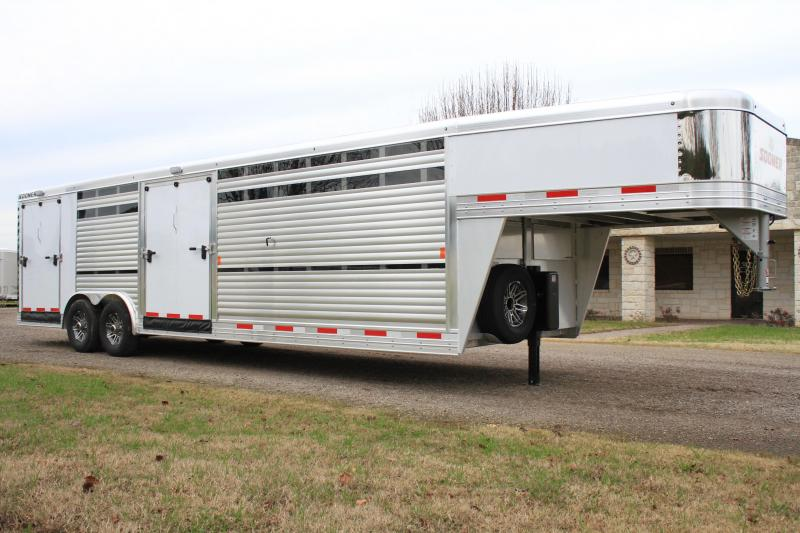 2019 Exiss 28ft Show Cattle Front Load with Back Tack
