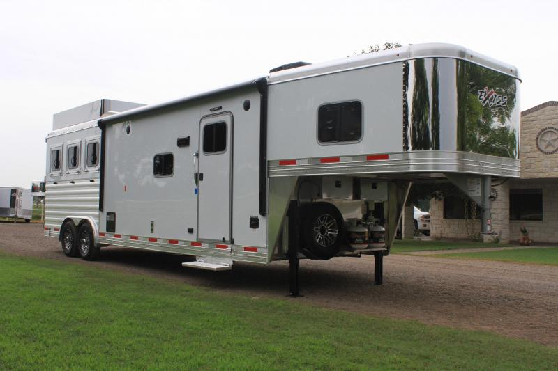 2020 Exiss 3 Horse 12ft Lq Slide out w/ Generator