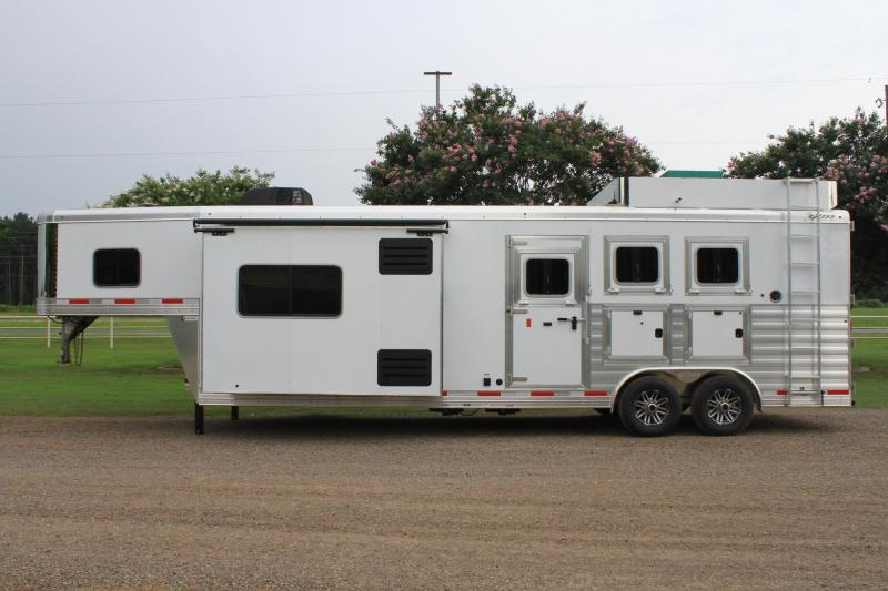 2020 Exiss 3 Horse 12ft LQ Slide out with Generator