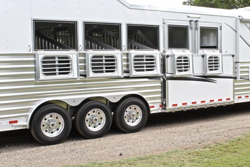 2019 Elite 5 Horse 15ft Shortwall Reverse Load with Slide
