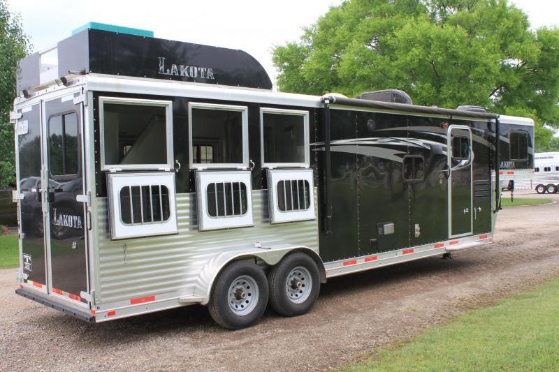 2017 Lakota 3 Horse 11 Lq Slide Out w/ Generator Horse Trailer