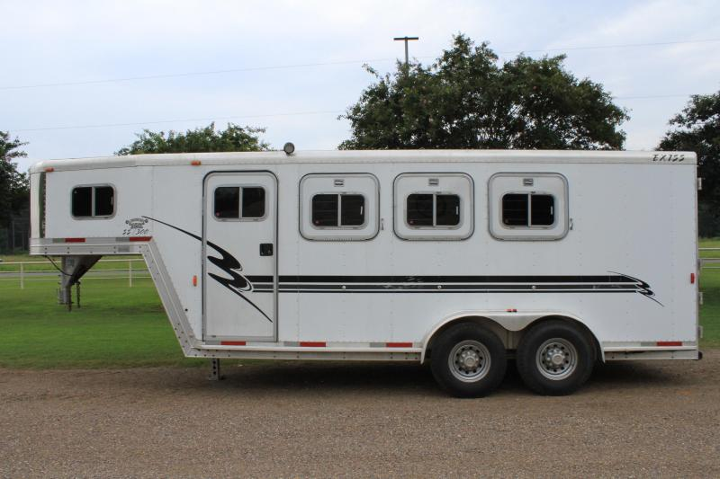 2000 Exiss 3 Horse with Front Tack Room