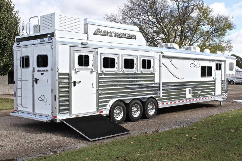2019 Elite 4 Horse 17.3ft Shortwall with Slide Out