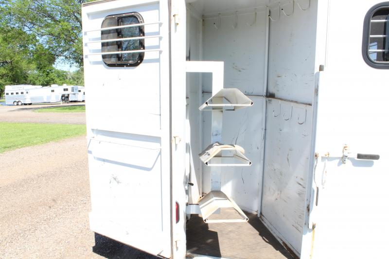 2005 Delta 3 Horse with Front and Rear Tack Room