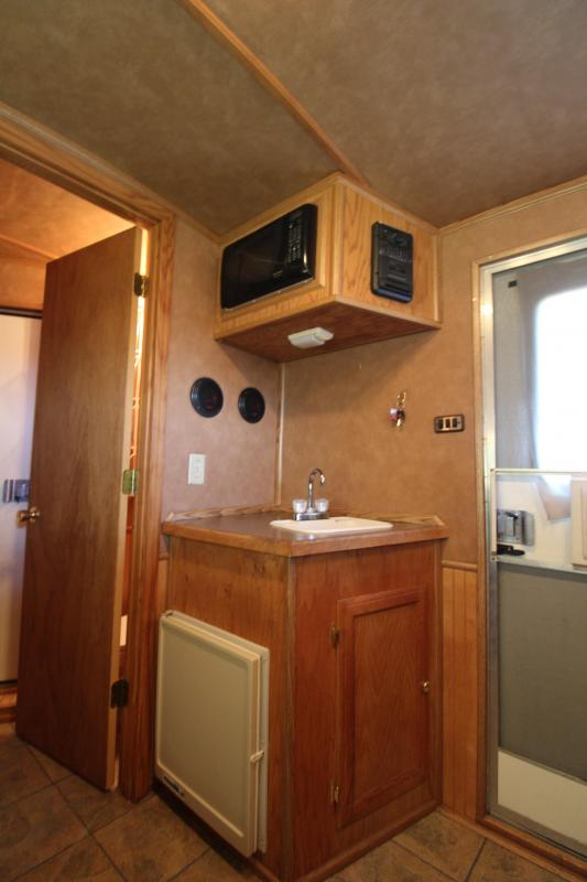 2003 Integrity 4 Horse 8ft Shortwall with Mangers