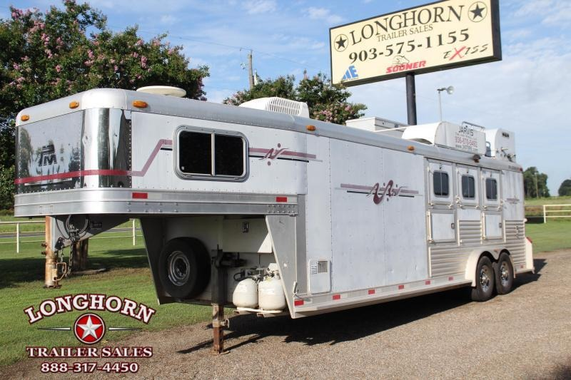 2003 Platinum 3 Horse 9 Livng Quarter Horse Trailer in Ashburn, VA