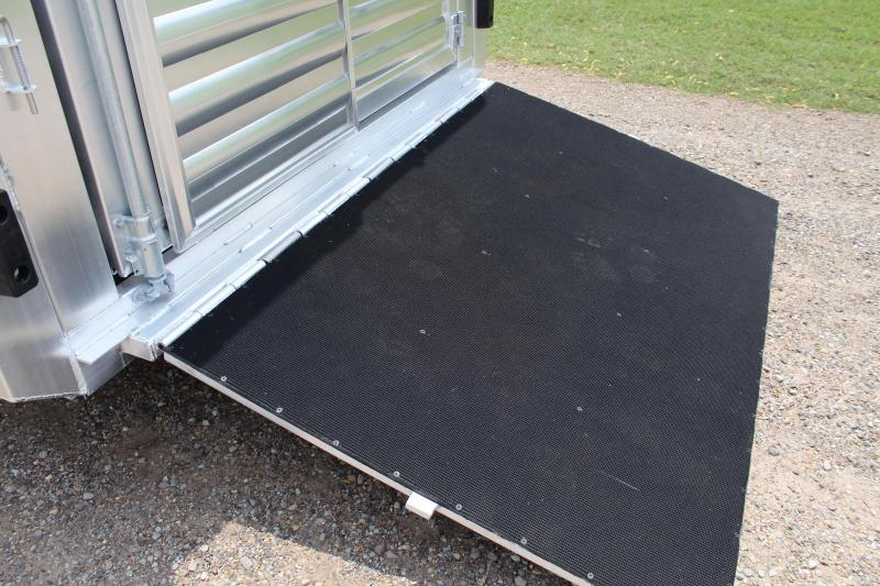 2019 Exiss 24ft Show Cattle Combo with Two Side Ramps and 4 Pens