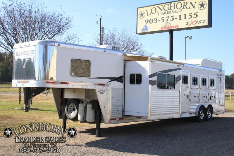 2013 Lakota 4 Horse 14 Lq  w/ Slide out / generator