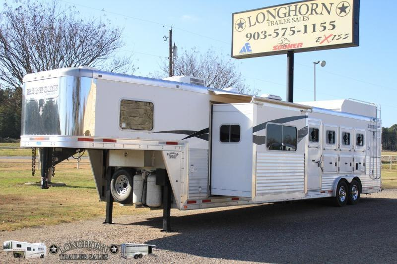 2013 Lakota 4 Horse 14ft Shortwall with Sldie and Generator