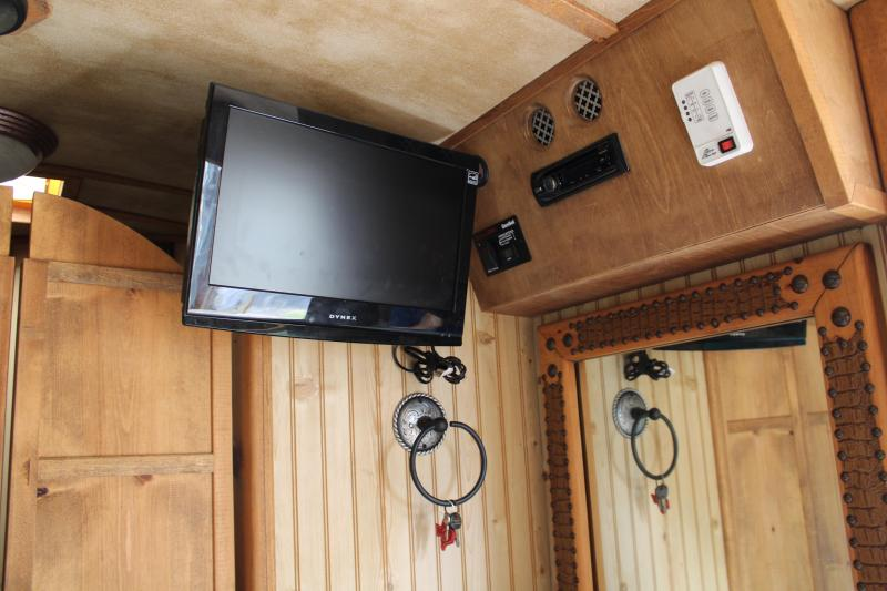 2011 Platinum Coach 3 Horse with 8ft Shortwall and Generator