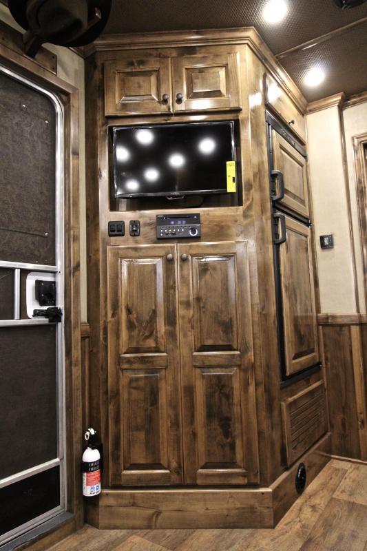 2019 Sooner 4 Horse 13ft Shortwall with Generator