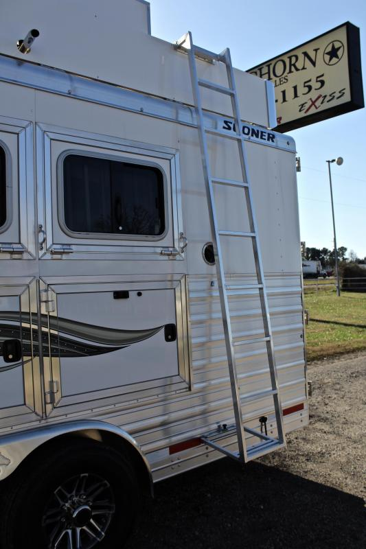2019 Sooner 4 Horse 13ft Shortwall with Generator