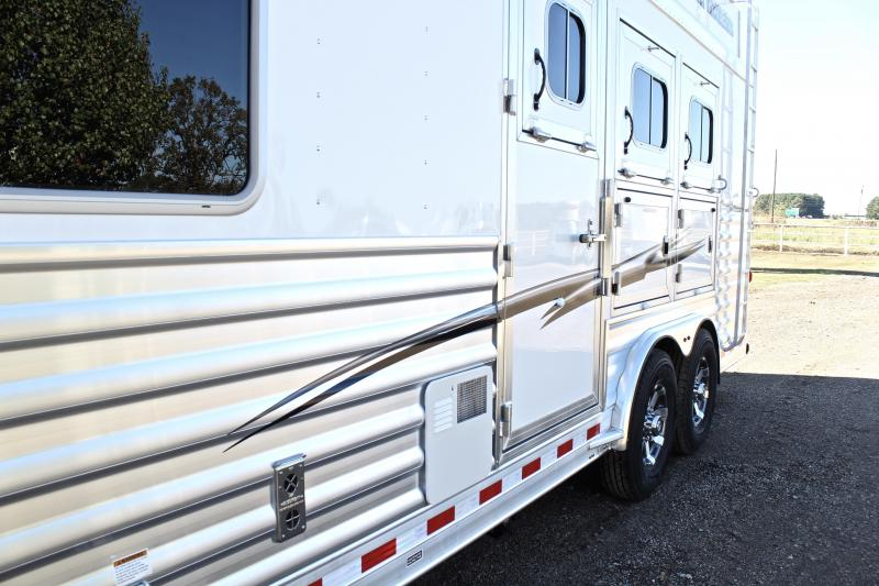 2019 Elite Trailers 3 Horse 8.8 Shortwall with Hayrack