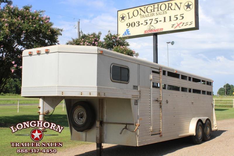 1991 W-W 4 Horse combo Horse Trailer in Ashburn, VA