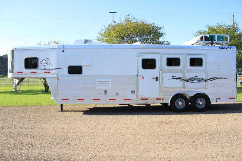 2013 Sooner 3 Horse 11ft Shortwall with Generator