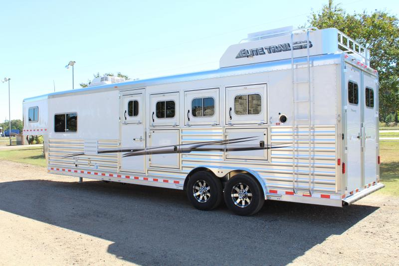 2020 Elite  4 Horse 10'8'' Shortwall by TrailBoss