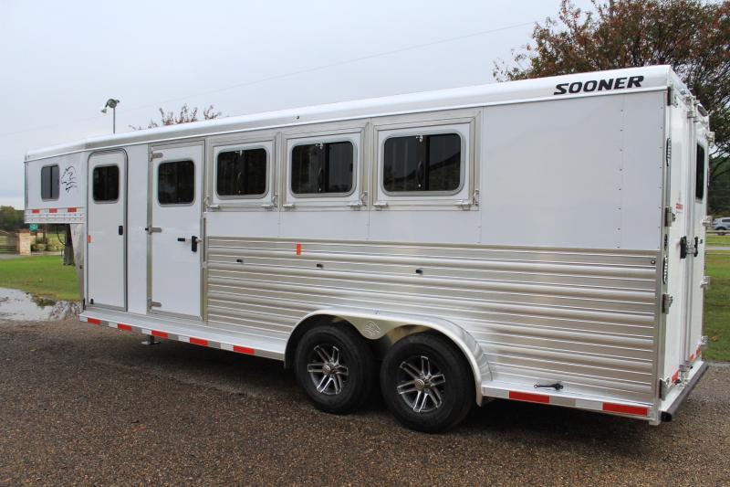 2019 Sooner 4 horse Gn Horse Trailer