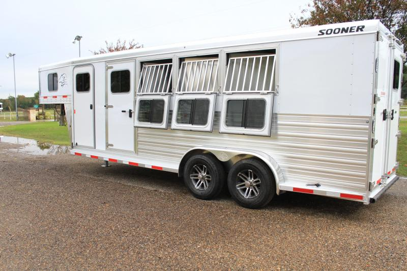 2019 Sooner 4 4 Horse Gooseneck with Front/Rear Tack Room