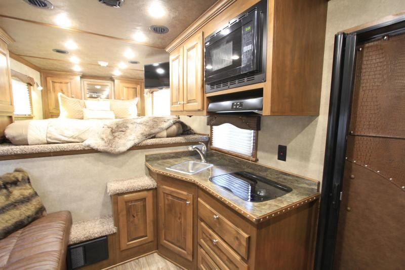 2019 Elite 4 Horse 10.8ft Shortwall with Generator