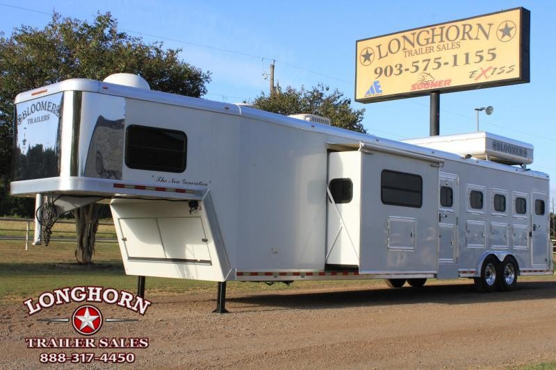 2006 Bloomer 4 Horse 17' Lq w/ Slide Out