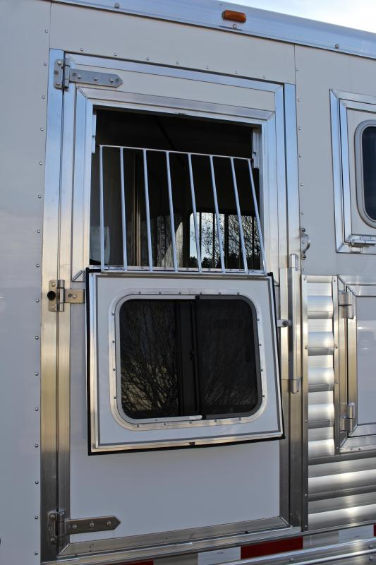 2018 Exiss 4 Horse with a 10.6ft Shortwall with Slide Out