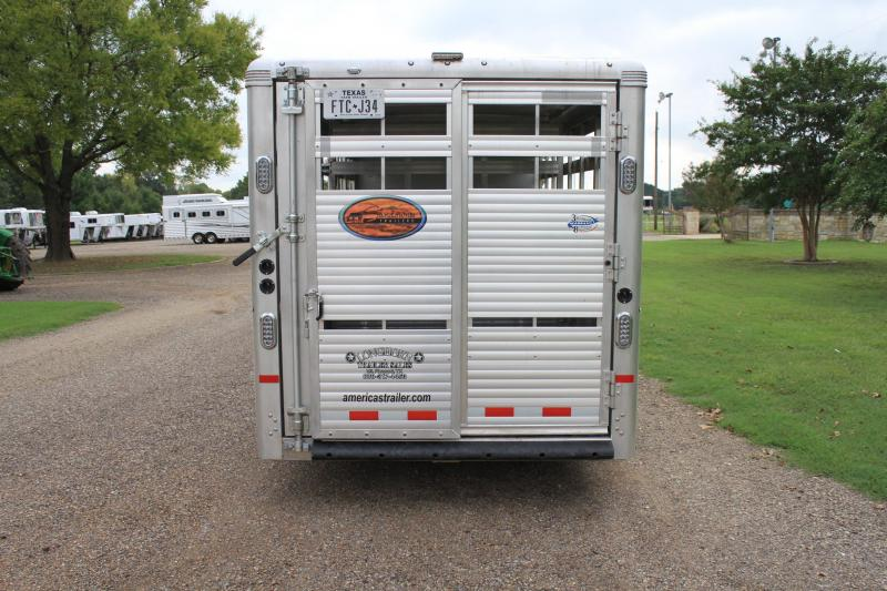 2018 Sundowner  21' show cattle w/ Side Ramp