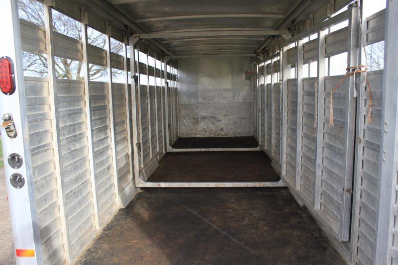 2012 Sundowner  28 Ft Stock Combo / 2 Float Gates Livestock Trailer