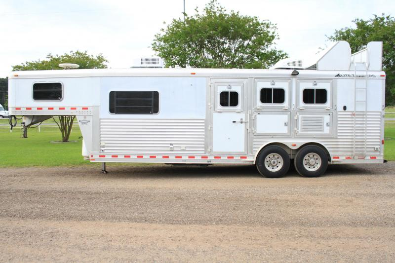 2007 Elite 3 Horse 9 Lq w/ Generator