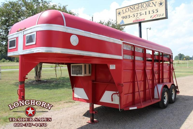 1995 Ponderosa Trailers 2 Horse Combo with Front Weekend LQ Package Livestock Trailer