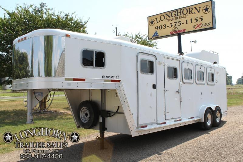 1998 Exiss 4 Horse with 4ft Tack Room and AC  in TX