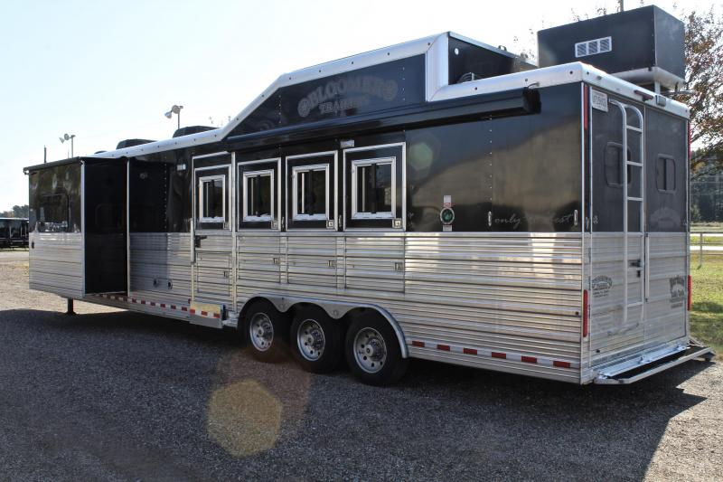 2015 Bloomer Trailer Manufacturing 4 Horse 16ft Shortwall Side Load with Slide Out Horse Trailer