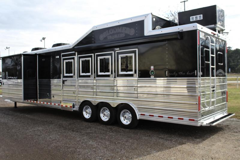 2015 Bloomer  4 Horse 16ft Shortwall Side Load with Slide Out Horse Trailer
