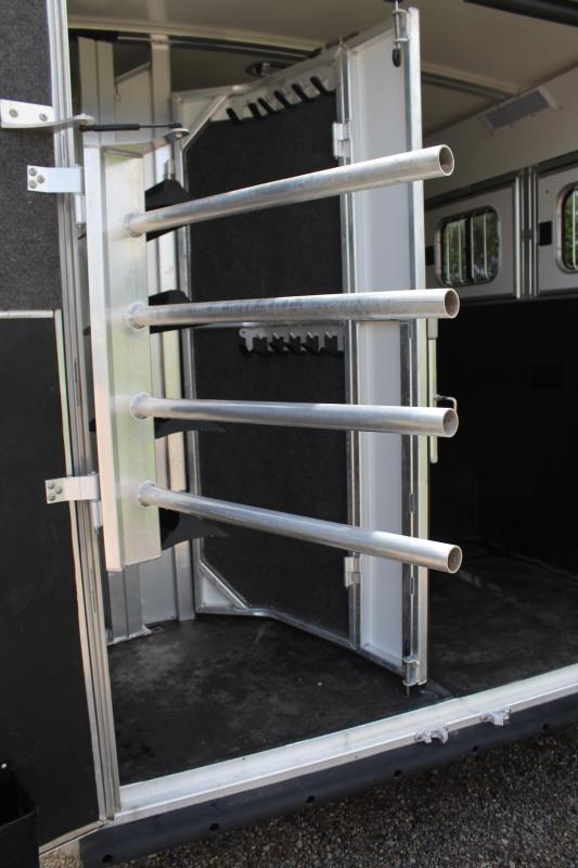 2017 Cimarron 4 Horse 12.8ft Shortwall and Generator