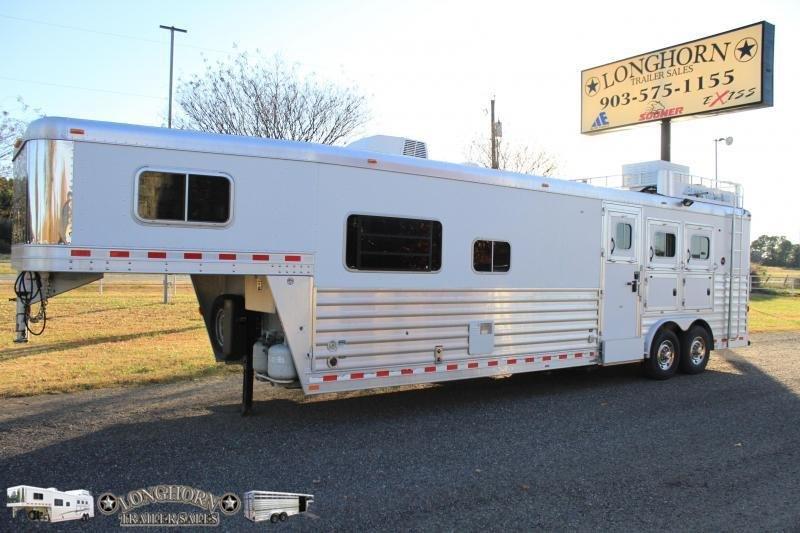 2011 Elite 3 Horse 14 Ft Lq w/ Side Tack