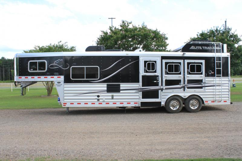 2015 Elite  3 Horse 10.8ft Shortwall with Generator