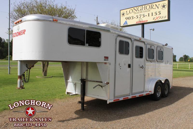 1999 Sooner 3 Horse Gn w/ A/C Horse Trailer