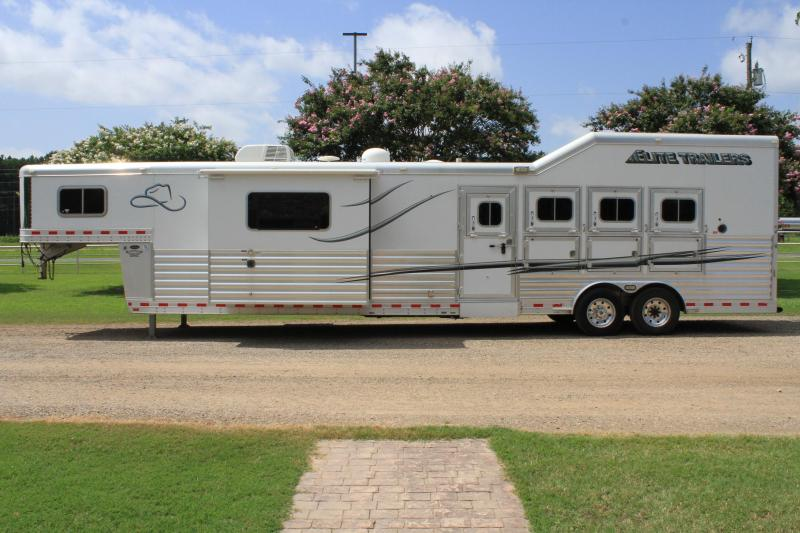 2014 Elite 4 Horse 14ft Living Quarter Slide Out Resistol
