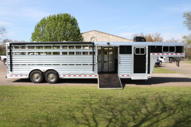 2019 Elite 28ft x 8ft Show Cattle with AC and Awning