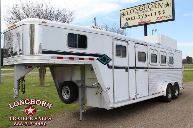 2000 Featherlite 3 Horse with Weekend Package