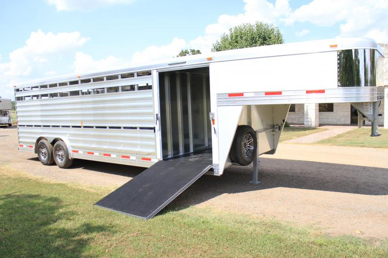 2018 Exiss 25' Show Cattle 8' Wide with Side Ramp