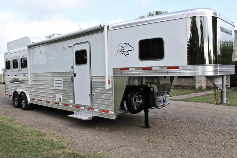 2019 Sooner 3 Horse 13ft Shortwall with Generator