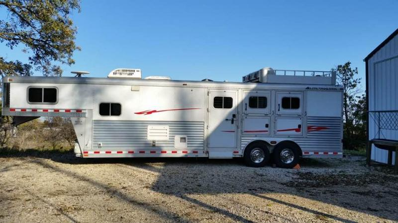 2008 Elite 3-Horse Trailer w/ Signature Quarters