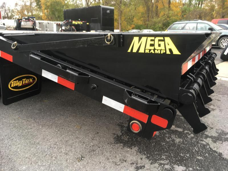 2018 Big Tex Trailers 22GN-25BK+5MR Equipment Trailer