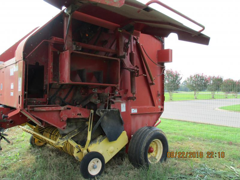 2004 BR780 NEW HOLLAND ROUND BALER