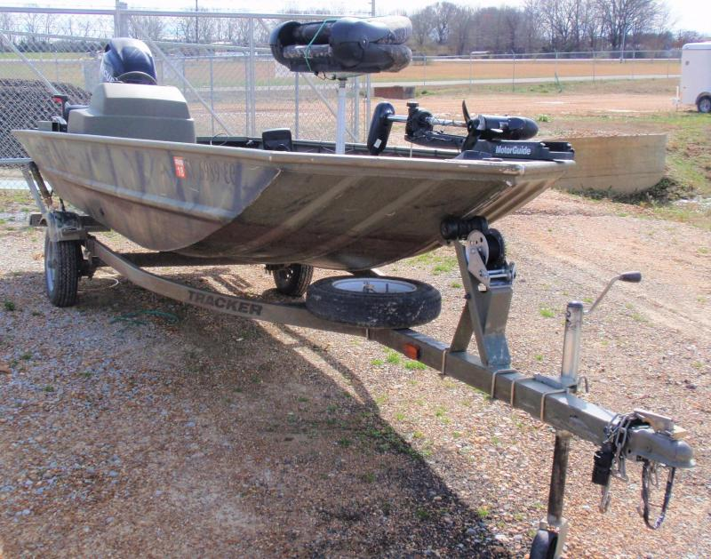 2012 TRACKER BLIND DUCK 1648 FISHING BOAT