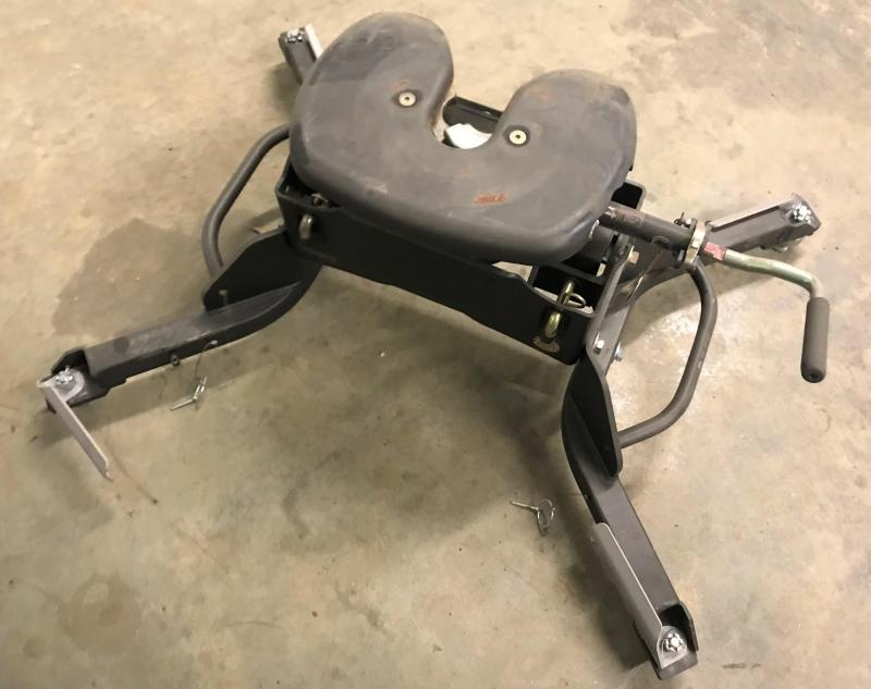 2016 DODGE CURTIS FIFTH WHEEL ATTACHMENT