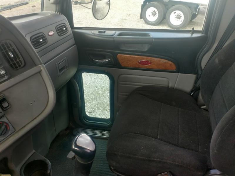 2010 Peterbilt Semi Truck