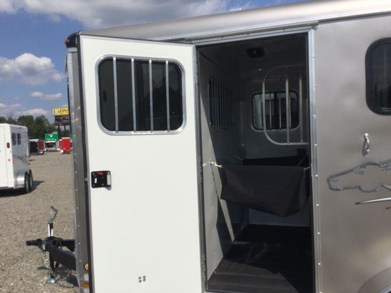 2017 Homesteader HST20RP-D Horse Trailer