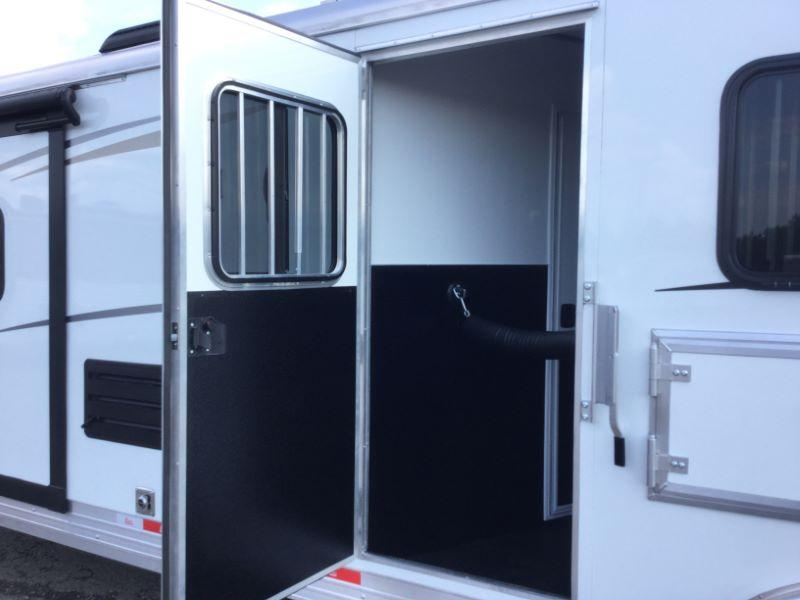 2018 Bison Trailers 8311LD Horse Trailer
